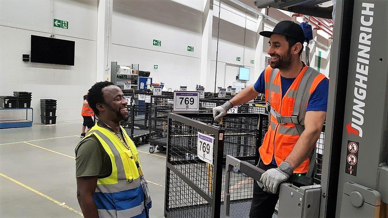 Versand Lagermitarbeiter Amazon Jobs 4