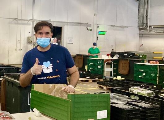 Amazon Volunteer bei der Berliner Tafel