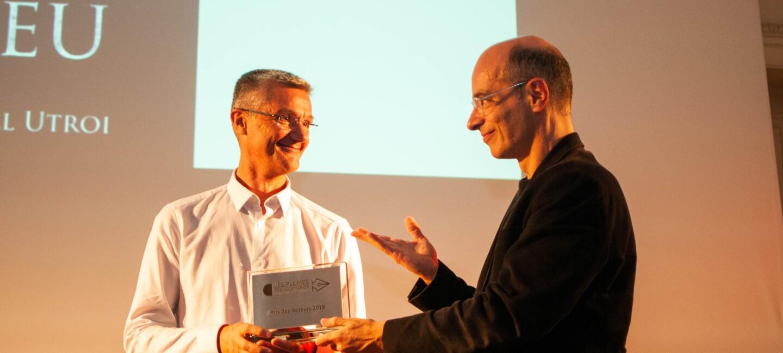 Wendall Utroi receives the Reader Awards