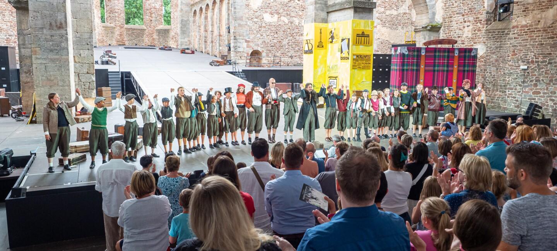 Blick auf Publikum und Bühne