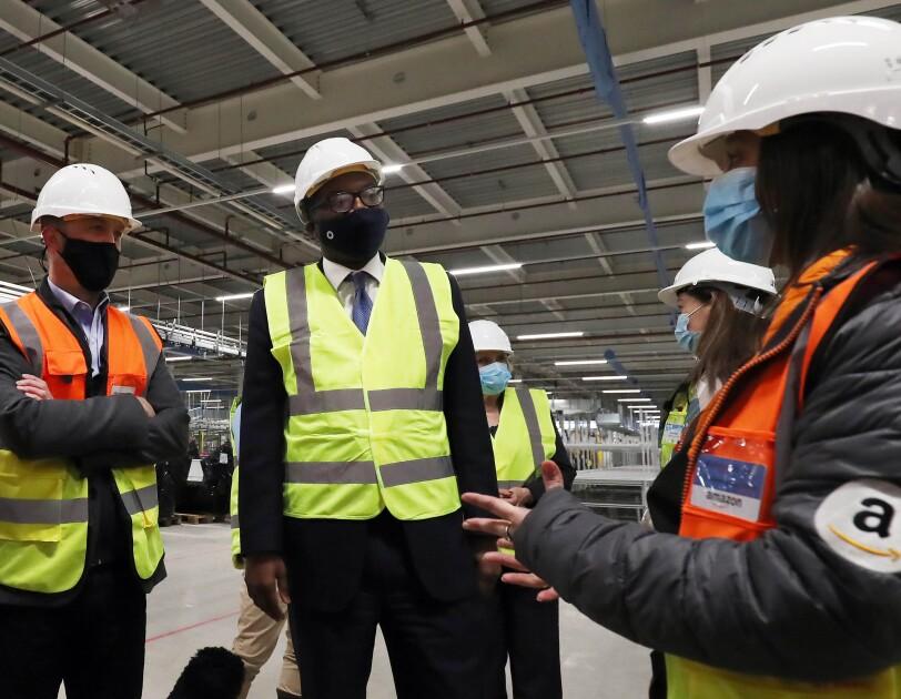 john boumphrey and kwasi kwarteng speak to employees at Gateshead