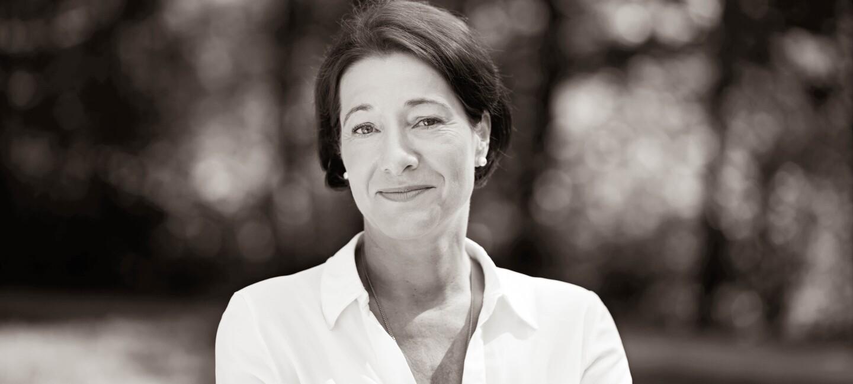 S/W Porträt von Judith Prem Gründerin von Retla e. V.