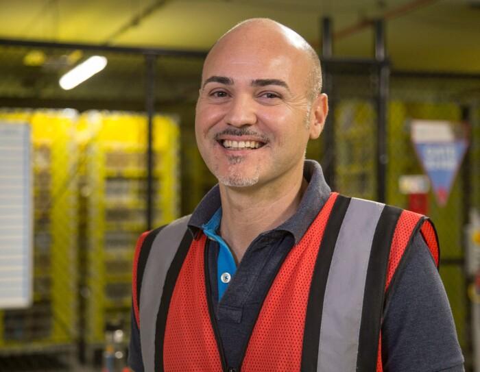 Foto del sorriso di Salvatore Cirillo, RME Technician presso il Centro di Distribuzione Amazon di Passo Corese