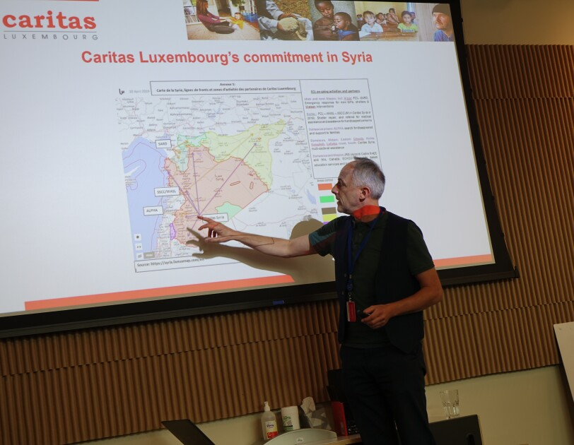 Caritas - François Large Syrian Conference - Community Engagement 2 - François Large explaining the geographical situation in the country