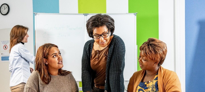 """Unternehmerinnen mit Migrationshintergrund werden vom gemeinnützigen Verein """"Initiative Selbstständiger Immigrantinnen"""" ISI e.V. unterstützt."""