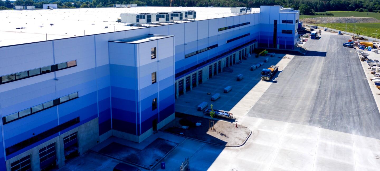 Außenaufnahme des neuen Logistikzentrums in Oelde.