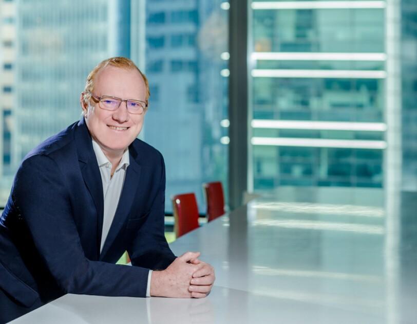 こちらを向いて微笑んでいる男性。著者のアマゾン ウェブ サービス パブリックセクター部門 アジア太平洋・日本担当マネージングディレクター ピーター・ムーア