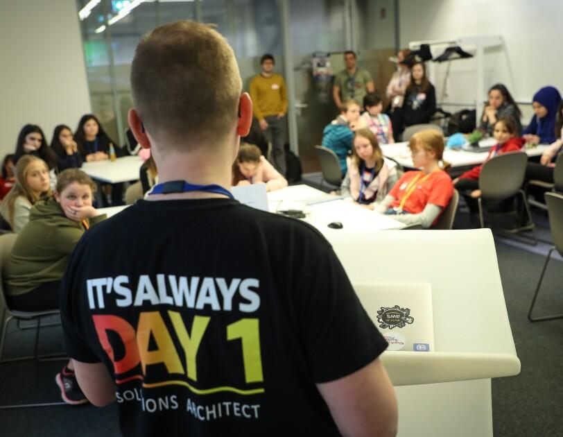 Girls and Boys Day bei Amazon: Mädchen lernen Programmieren
