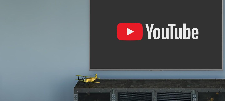 Ein großer Bildschirm mit dem Youtube-Logo darauf