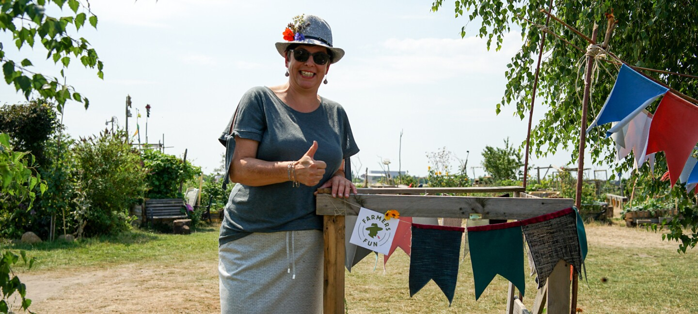 UdZ Kanditatin Ines Spanier von Farmtex beim urban gardening in Berlin.