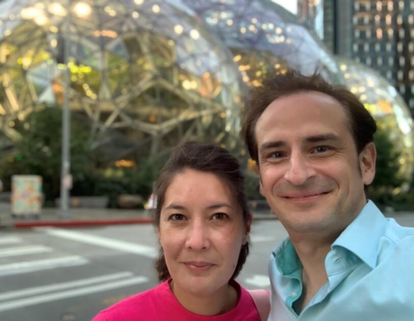 Tringali vor den Spheres bei Amazon in Seattle