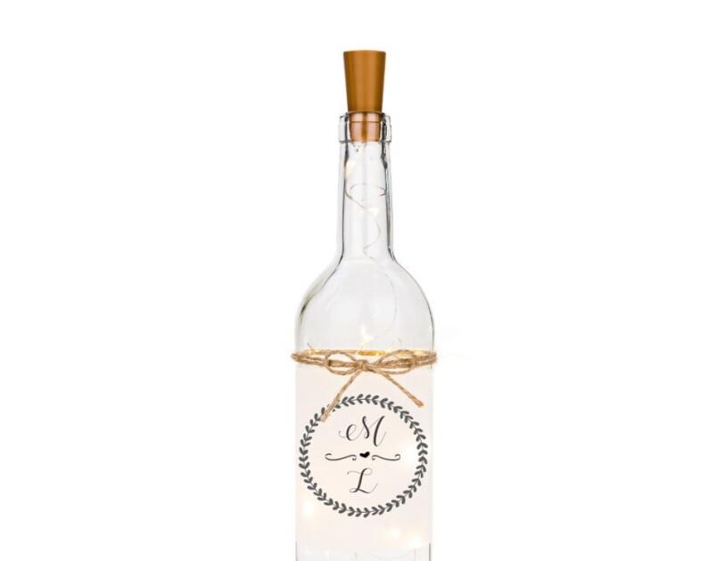 Eine durchsichtige Flasche mit Korken ist auf dem Bild zu sehen.
