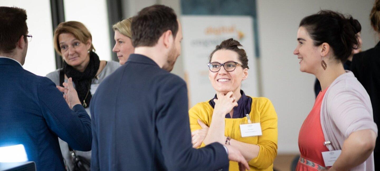 Die Teilnehmer von digital.engagiert im Gespräch