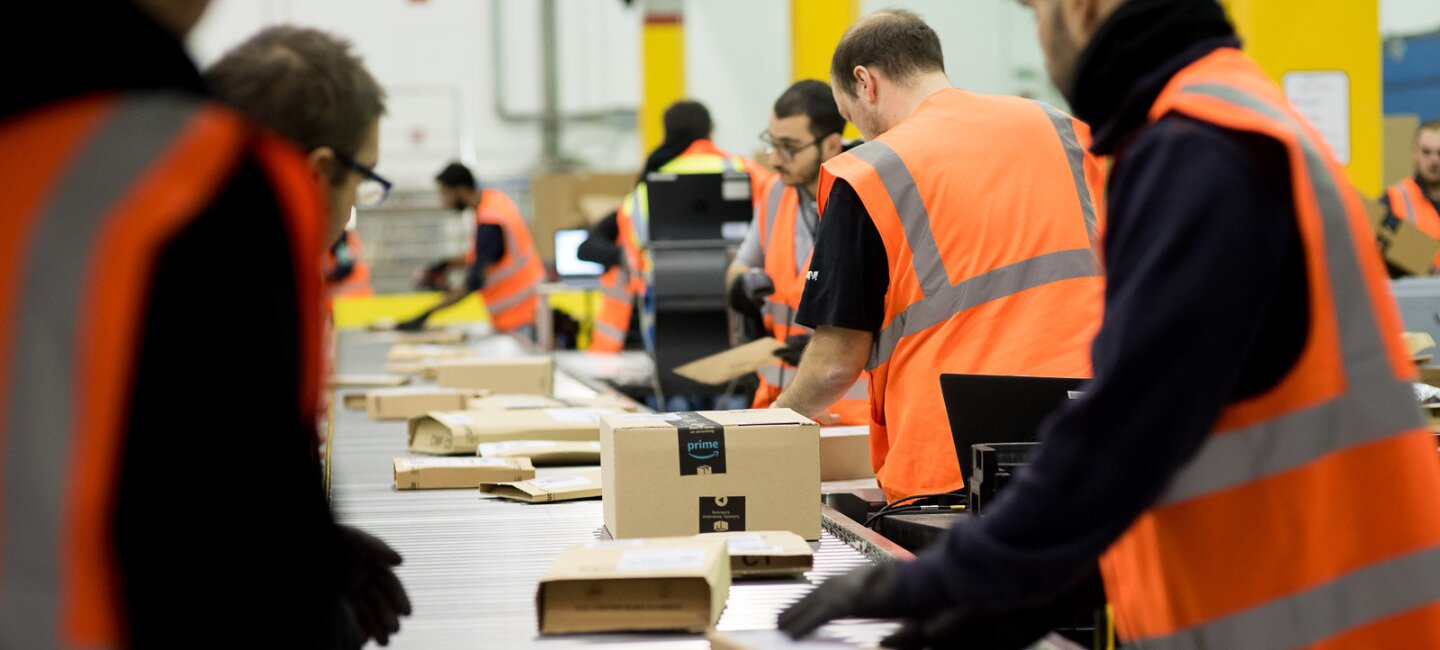 Amazon FC - employees sorting packages