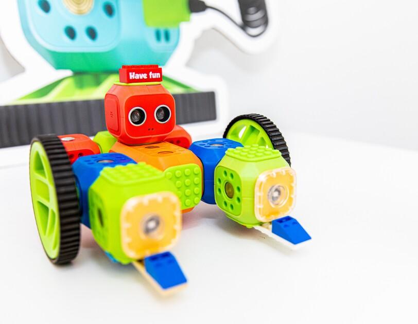 Kinder lernen mit Robo Wunderkind, wie man programmiert