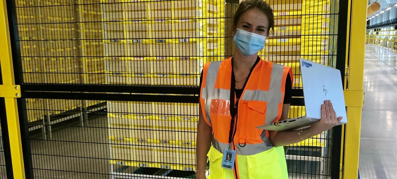 Madeleine Gläser mit Mundschutz und Sicherheitsweste.