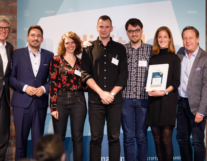 """Die Gewinner der Initiative digital.engagiert, die Erfinder von """"Karl der Ökobot""""."""