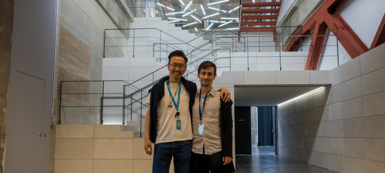 Alessio Ferretti e Ikuo Oguma negli studi fotografici di Amazon Fashion in Giappone