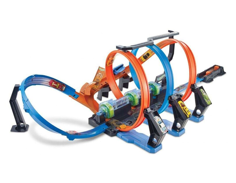 The Hot Wheels corkscrew crash track set with 3 crash zones and boosted crashing and smashing. Comes with 1 Hot Wheels die-cast car.