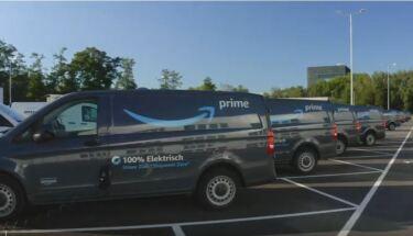 E-Vans auf einem Parkplatz