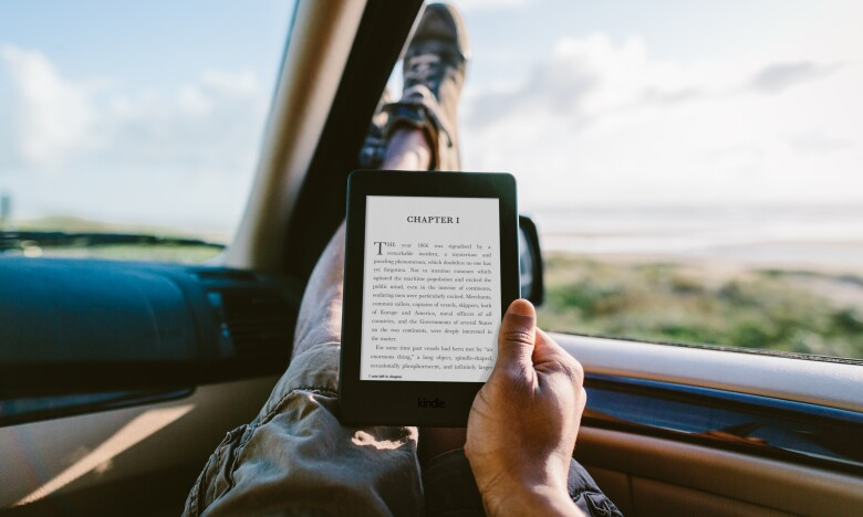 Kindle_Paperwhite_Lifestyle_car.jpg