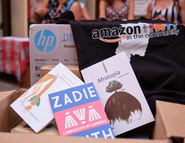 scatola Amazon piena di libri