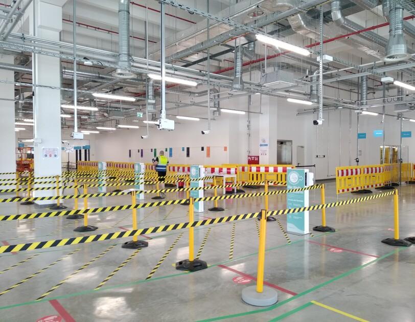 Sicherheitsabsperrrungen im inneren des Logistikzentrum