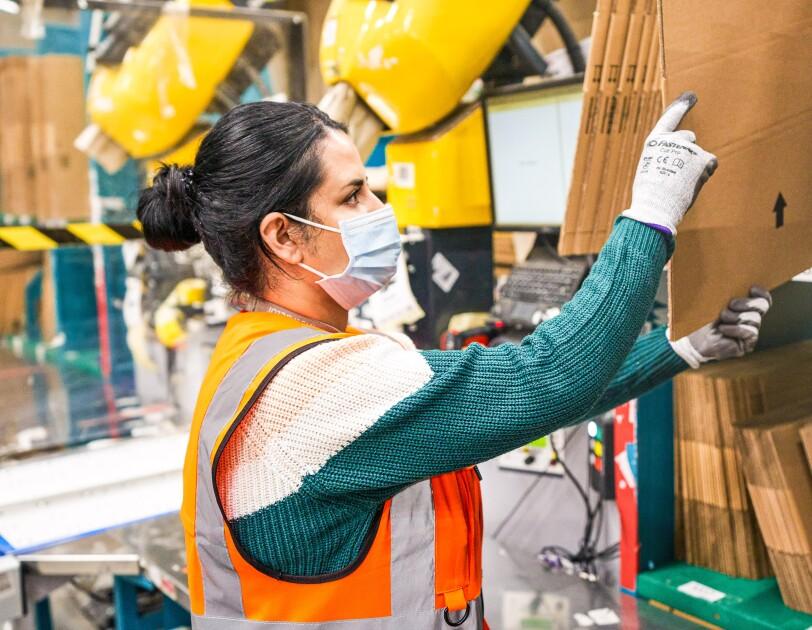 Amazon Werne_Gehörlose Mitarbeiter und Mitarbeiterinnen