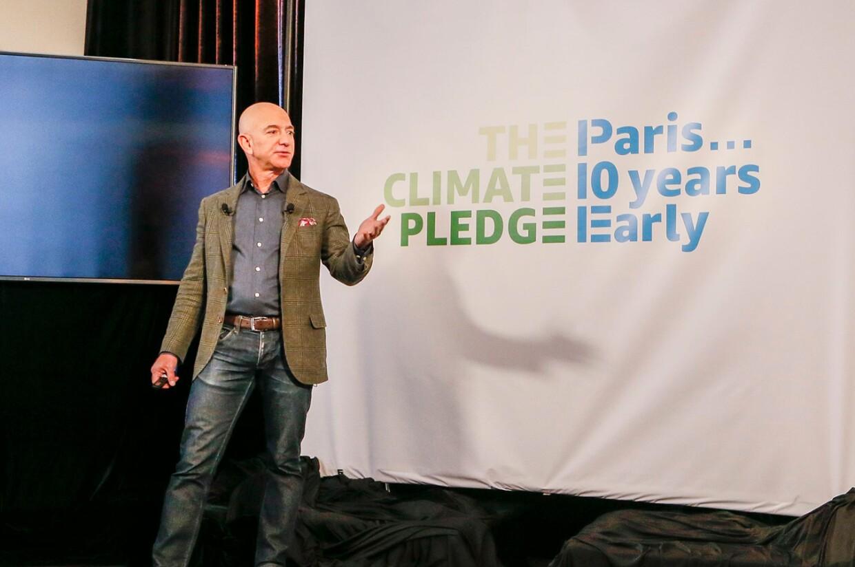 Jeff Bezos präsentiert auf der Climate Pledge Pressekonferenz
