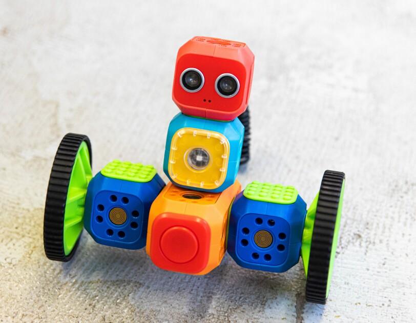 Mit Robo Wunderkind lernen Kinder spielerisch, wie man programmiert