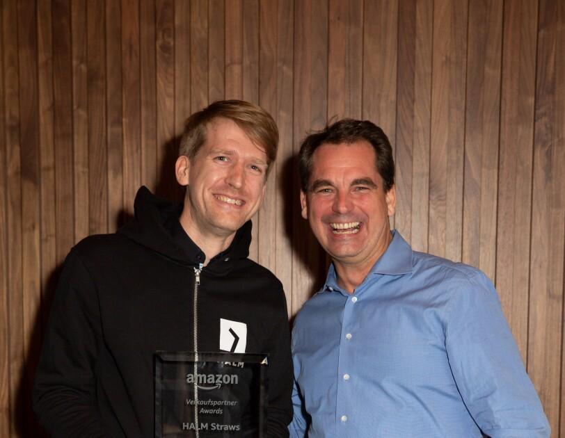 Amazon Vice President Small Business Nicholas Denissen mit Johannes Arning von HALM Straws.
