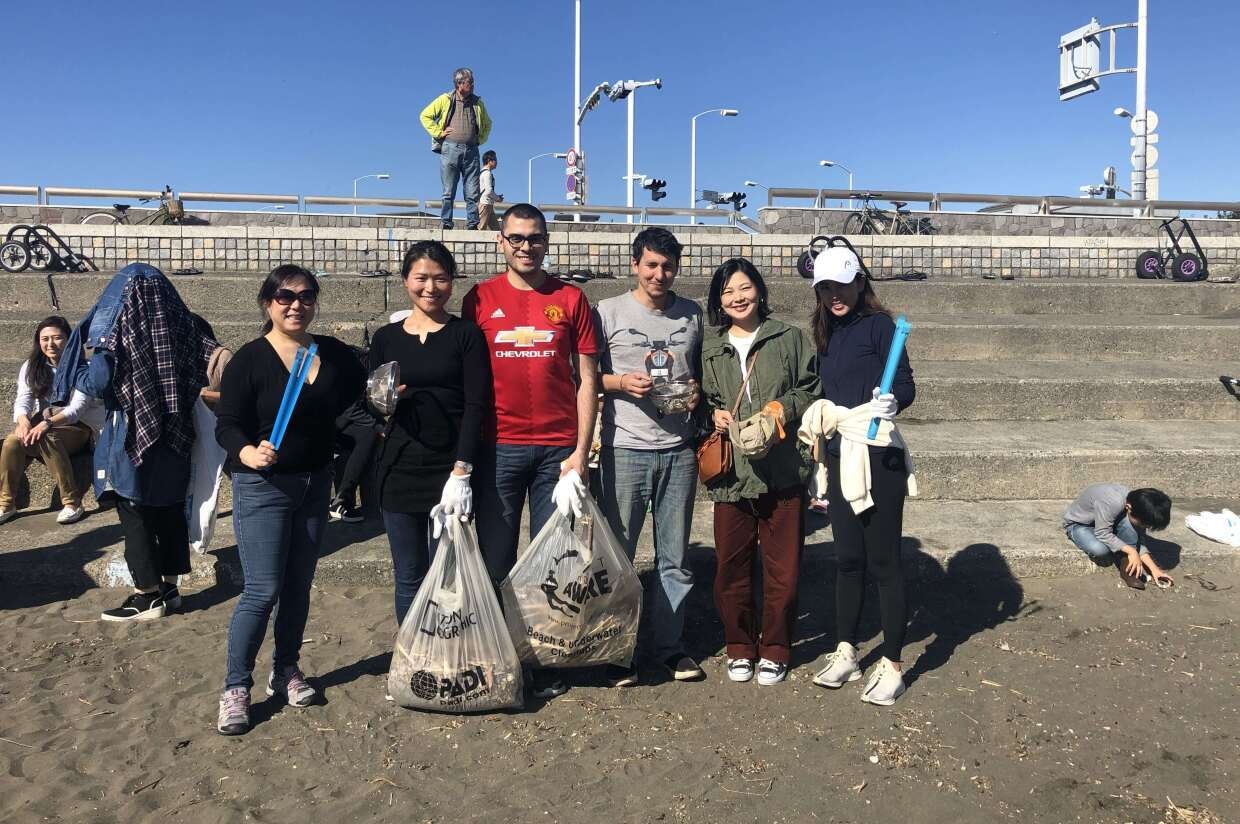 Japan Sustainability Ambassadors beach clean-up