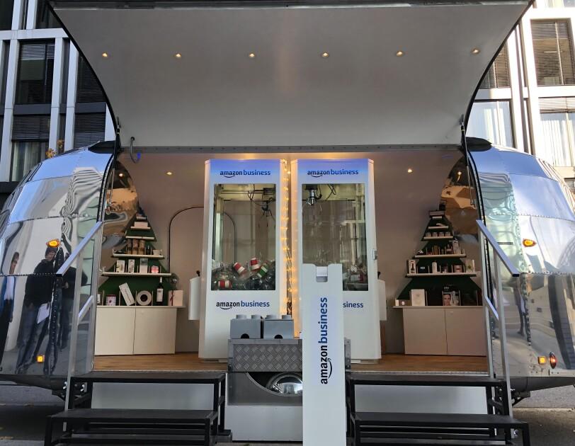 Amazon Business Geschenke Truck Weihnachts Trailer in München