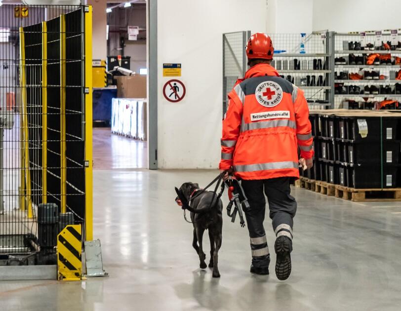 FRA3 Rettungshunde Rettungsübung im FC