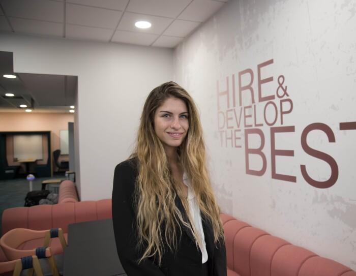 Stacy, finaliste du concours 'CEO for one Month' d'ADECCO, en immersion chez Amazon Logistics