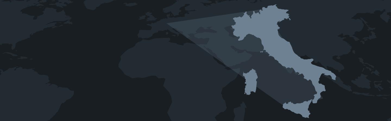 Sagoma dell'Italia in celeste su sfondo scuro. In trasparenza, sullo sfondo, il resto del globo.