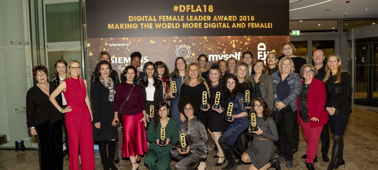 Group Shot Digital Female Leader Award