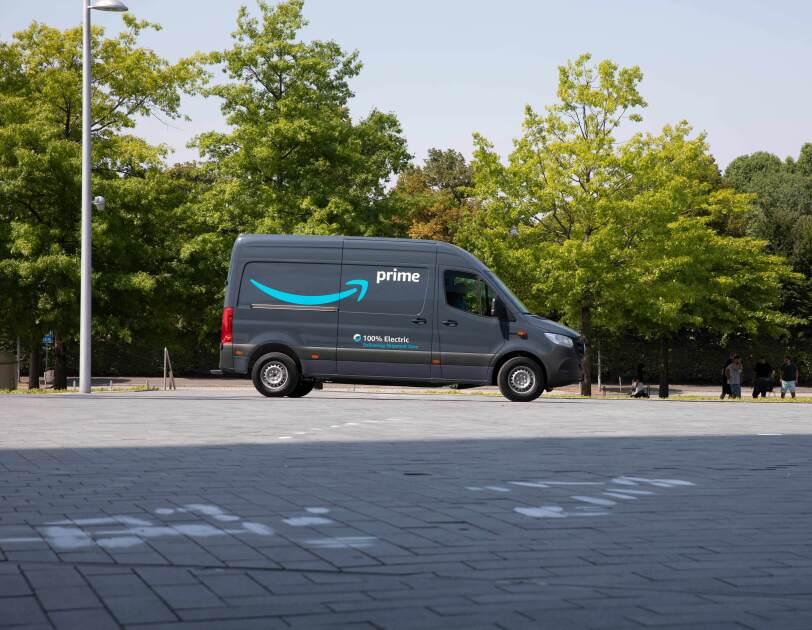 Die 1.800 beauftragten Elektrofahrzeuge werden ab 2020 für Kundenlieferungen eingesetzt und tragen dazu bei, Tausende von Tonnen Kohlenstoff einzusparen.