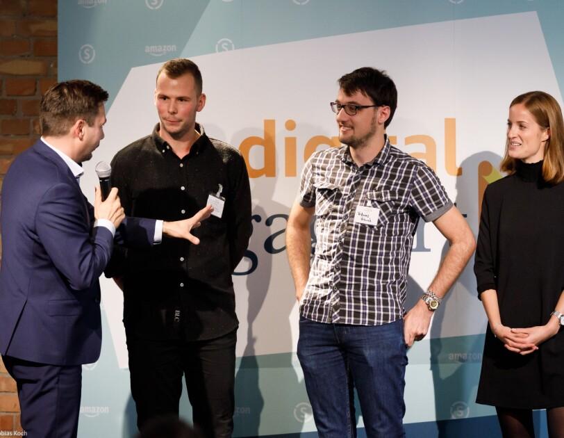 """Die Gewinner der Förderinitiative digital.engagiert, die Erfinder von """"Karl der Ökobot""""."""