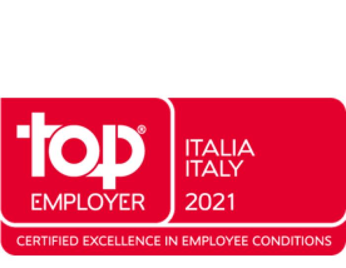 Logo Top Employer Italia 2021, scritte bianche su fondo rosso