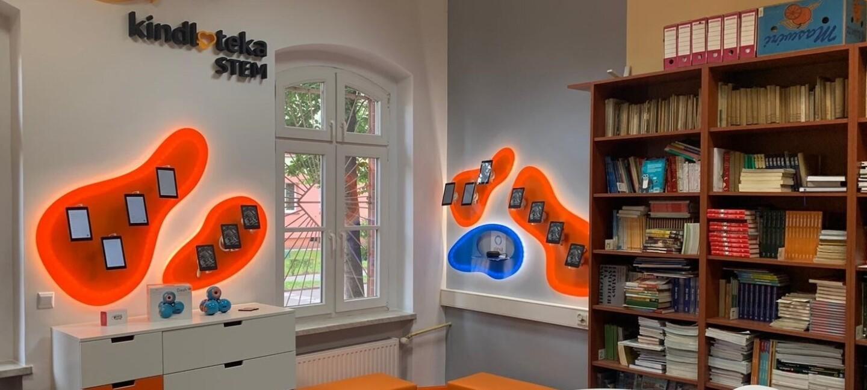 Przykładowe pomeiszczenie Kindloteki STEM z przyborami edukacyjnymi