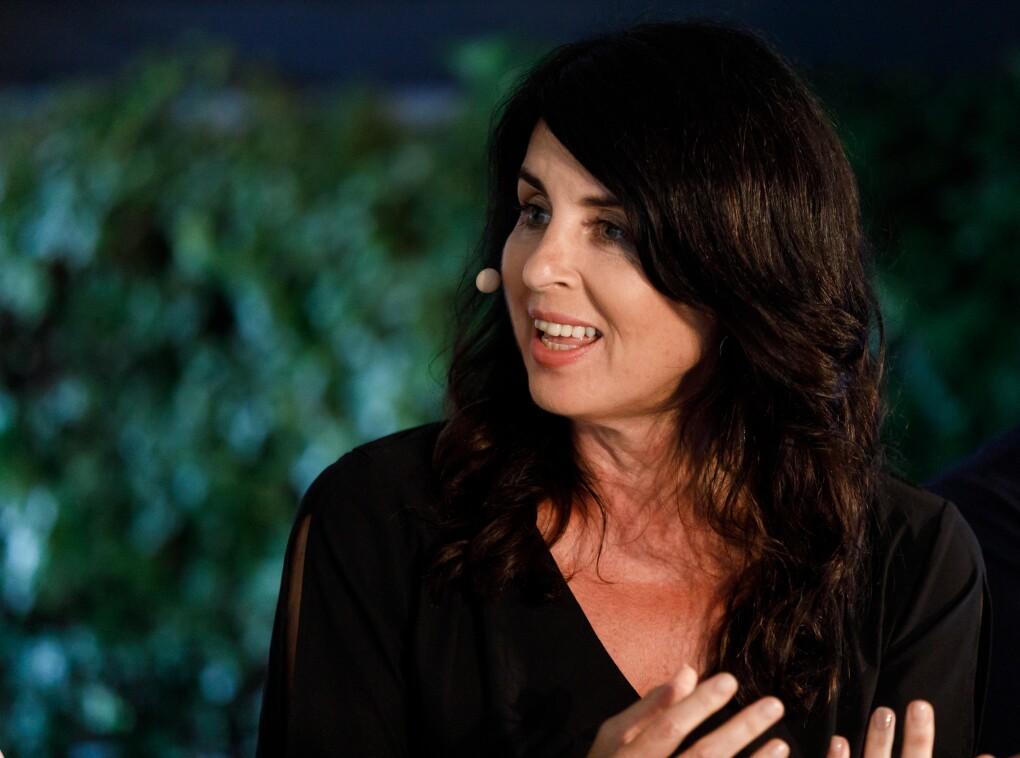 Brigitte Huber nimmt an der Podiumsdiskussion teil