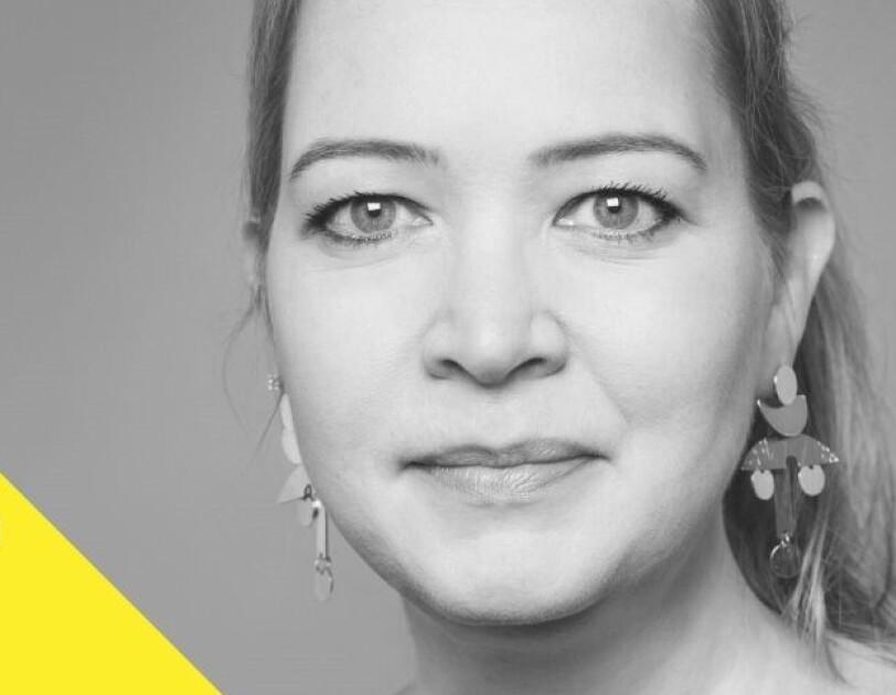 Katrin Gruber im Porträt und schwarz weiß