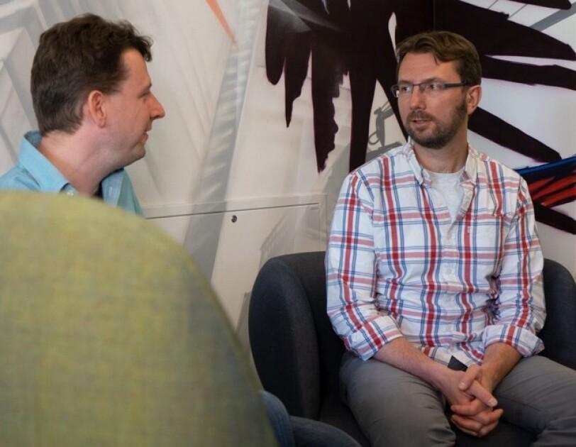 Tobias Jaroschek und sein Partner Björn Hanewinkel im Gespräch