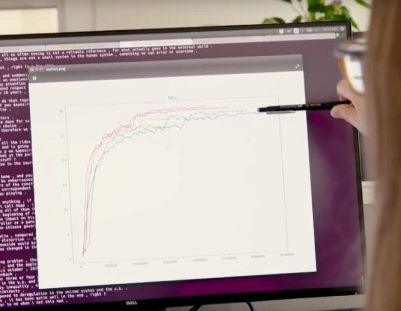Bildschirm mit einem Graphen und Programmiercode