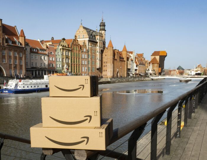 AMAZON.PL LAUNCHES IN POLAND