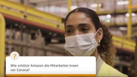 Eine Frau mit Maske schaut in die Kamera