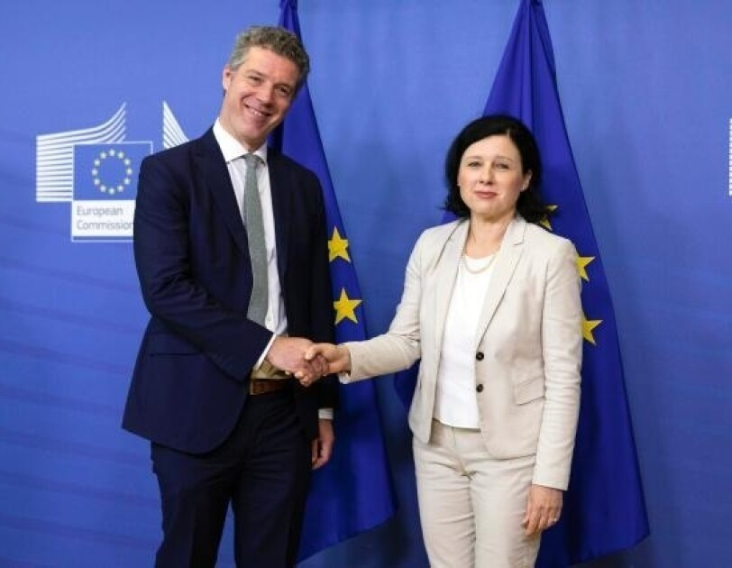 EU Director PP James Waterworth with EU Commissioner
