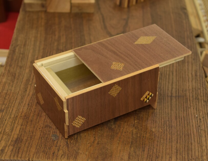 箱根寄木細工の技を世界に伝えて守る