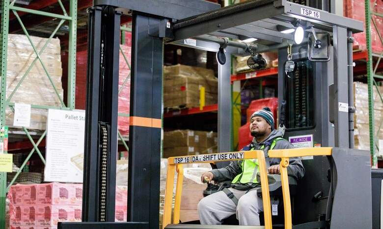 FulfilmentCenter_forklift